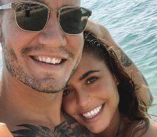 De vriendin van Bendtner showt haar nieuwe 'Lord'-tattoo