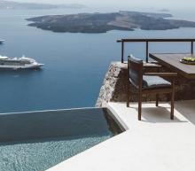 Deze luxe villa in Santorini is de ultieme vakantiebestemming
