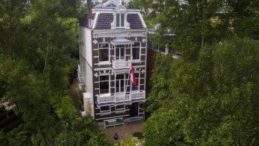 Te koop voor ruim €4 miljoen: een villa met het Vondelpark als achtertuin