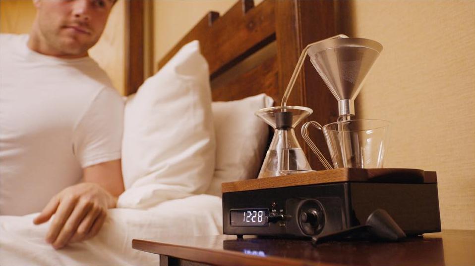 Deze ultieme thee of koffie wekker zet direct jouw kopje in de ochtend