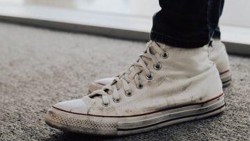 Schoenen in de wasmachine: zo krijg jij je vieze sneakers ...