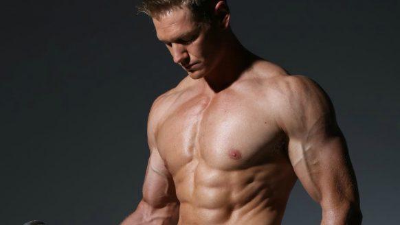 De 4 oefeningen die je nodig hebt voor grote biceps
