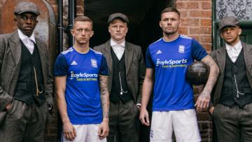 Engelse topclub kondigt nieuw tenue aan met toffe Peaky Blinders video