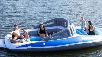 Scheur als een baas over het water met deze opblaasbare XXL boot