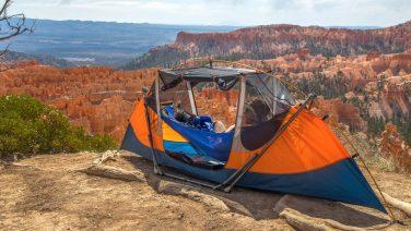 Deze draagbare hangmat + tent is dé Kickstarter voor de zomer