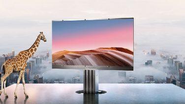 Deze reus van 301 inch is 's werelds grootste outdoor TV
