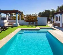 Overnacht met 5 vrienden voor 6 tientjes p.p. in deze dikke villa op Ibiza
