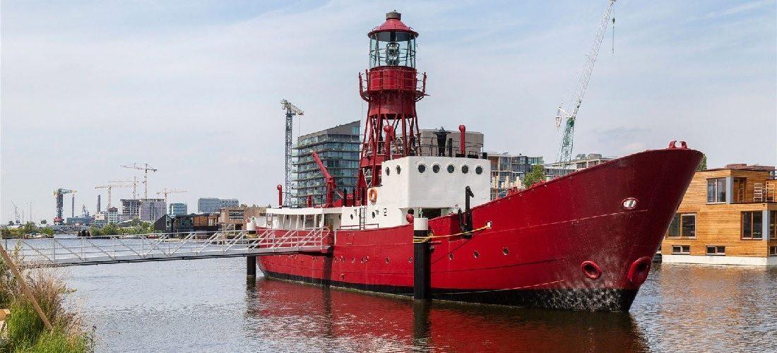 Te koop: in deze boot schuilt de meest exclusieve woning van Amsterdam