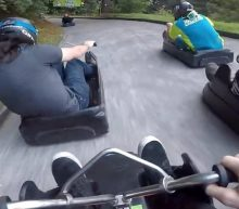 VIDEO: Vriendengroep speelt real life Mario Kart