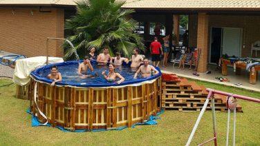 Zo bouw jij een je eigen zwembad van pallets in je achtertuin