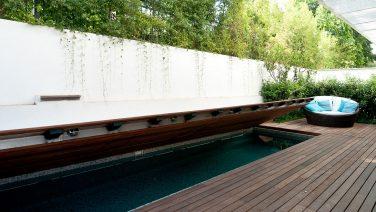 Ideaal voor een kleine tuin: het terras dat in een zwembad verandert
