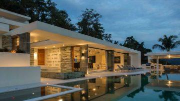 Deze ongelooflijk luxe Thaise villa huur je nu met 15 vrienden voor slechts €99 p.p.