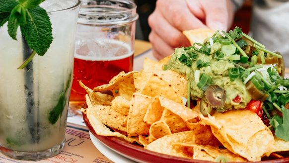 Dit Amsterdamse restaurant serveert alleen nacho's en cocktails