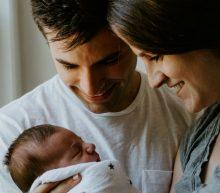 De gemiddelde leeftijd waarop mensen hun eerste kind krijgen