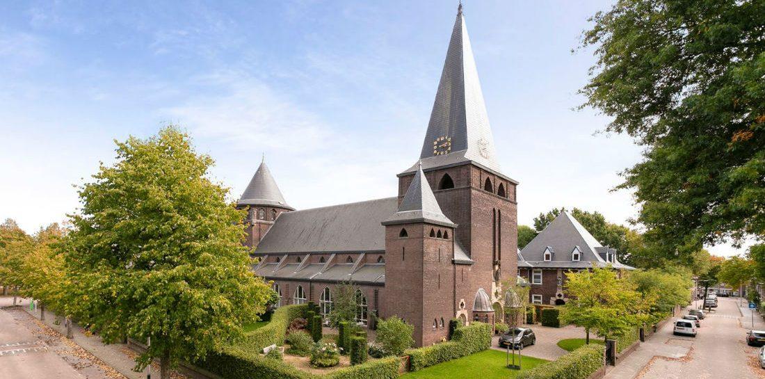 Te koop: de meest waanzinnige omgebouwde kerk in Tilburg