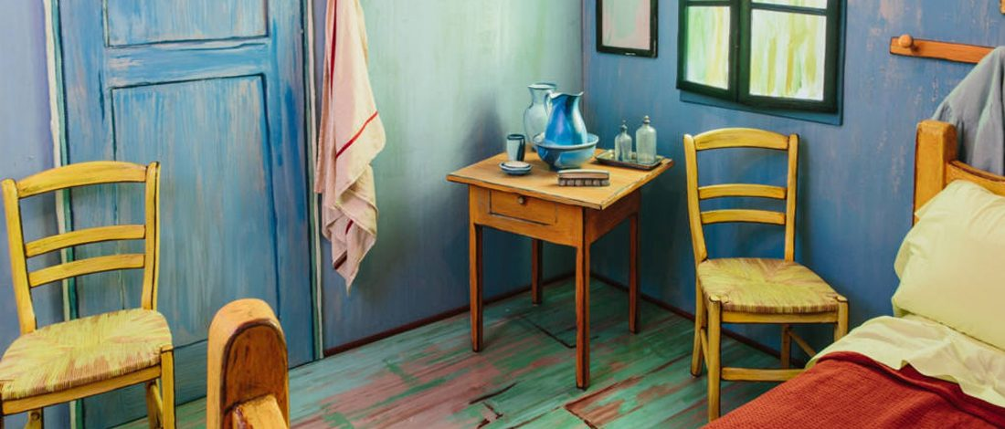 Van Gogh schilderij \'De Slaapkamer\' als slaapkamer op AirBnB