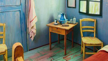 Van Gogh schilderij 'De Slaapkamer' als slaapkamer op AirBnB