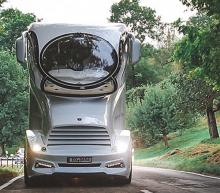 De meest luxe camper ter wereld heeft een sky lounge en master bedroom