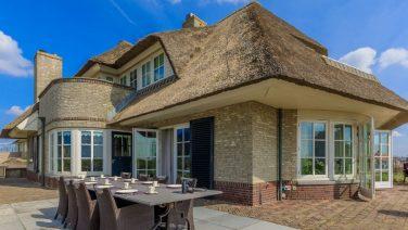 Eén van de meest luxe huizen in NL staat te koop voor bijna 4 miljoen