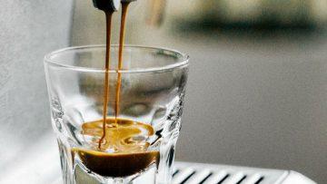 Millennials geven meer geld uit aan koffie dan dat zij sparen