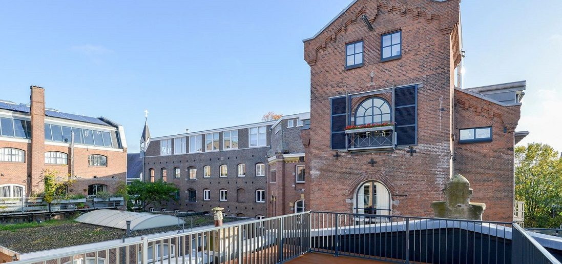 Nu te koop: oude fabriek in Amsterdam omgetoverd tot waanzinnig loft