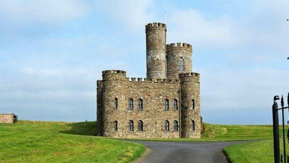 Dit kasteel in Engeland kan jij met 7 vrienden nu voor een spotprijs huren