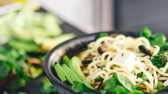Vegan voeding met veel eiwitten, ideaal voor spiergroei en afvallen