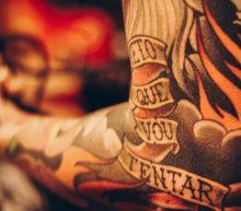 Zo herken je dat je een ontstoken tattoo hebt