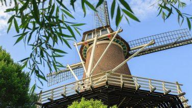 Nu te koop op Funda: waanzinnig ingerichte molen met 5 verdiepingen