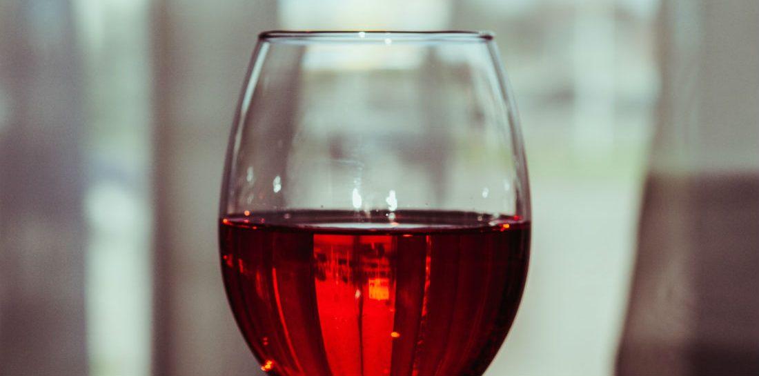De juiste temperatuur voor witte wijn, rode wijn en rosé