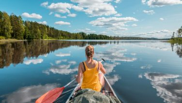 Dit is de bruutste kano vakantie voor jou en je maten in Scandinavië
