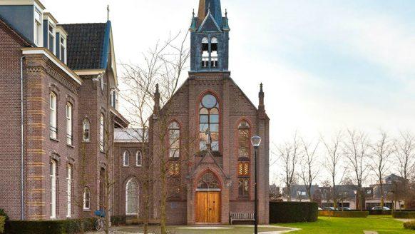 Nu te koop op Funda: enorme kerk met interieur waar iedere man van droomt