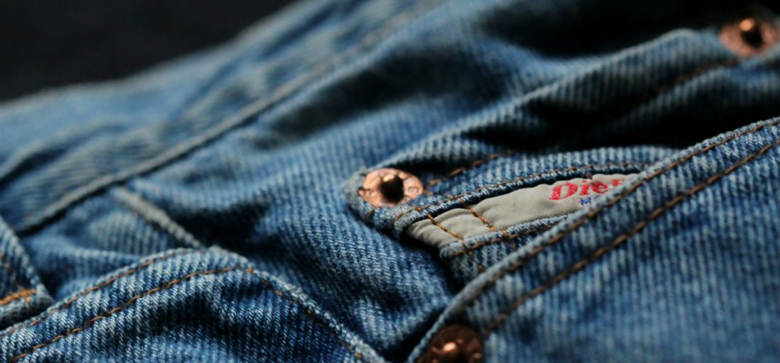 Dit is waarom elke spijkerbroek zo'n klein broekzakje heeft