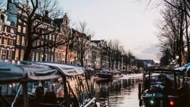 Nu te boeken in Amsterdam: de ultieme whisky-boottocht door de grachten