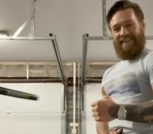 Conor McGregor traint thuis met dit absurd dure Rolex horloge om zijn pols