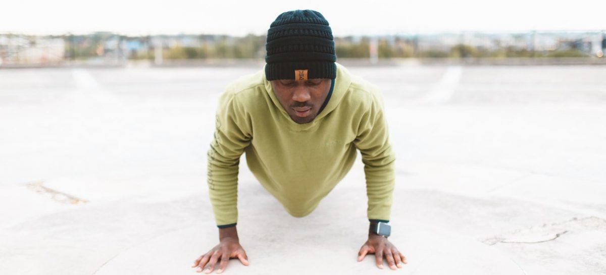 Burpee variaties die jouw full-body workout thuis stukken leuker maken