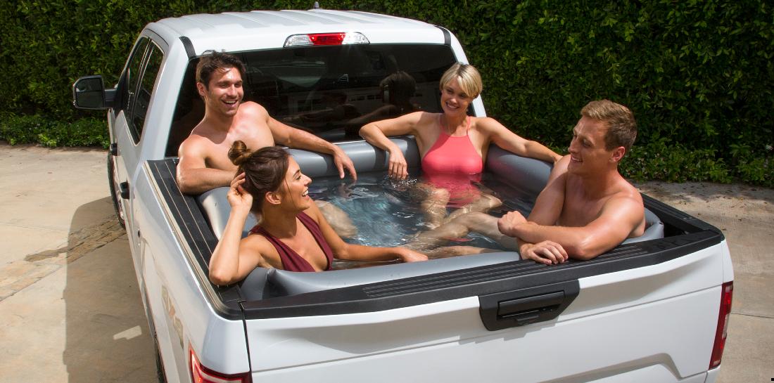 Bedrijf verkoopt opblaasbare zwembaden die precies achterin een truck passen