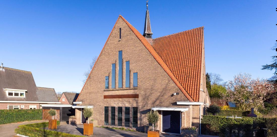 Nu te koop op Funda: van buiten een kerk, van binnen een leipe mancave