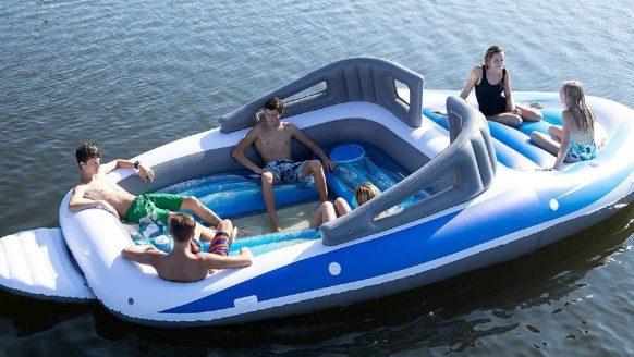Zomer must-have: met deze opblaasbare speedboot steel jij de show