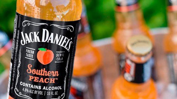 Jack Daniel's Southern Peach is hét drankje van deze zomer