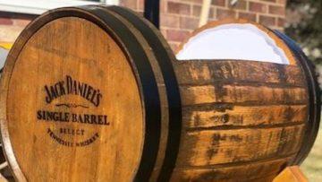 Vader in spé bouwt een bruut whisky bedje voor zijn toekomstige zoon
