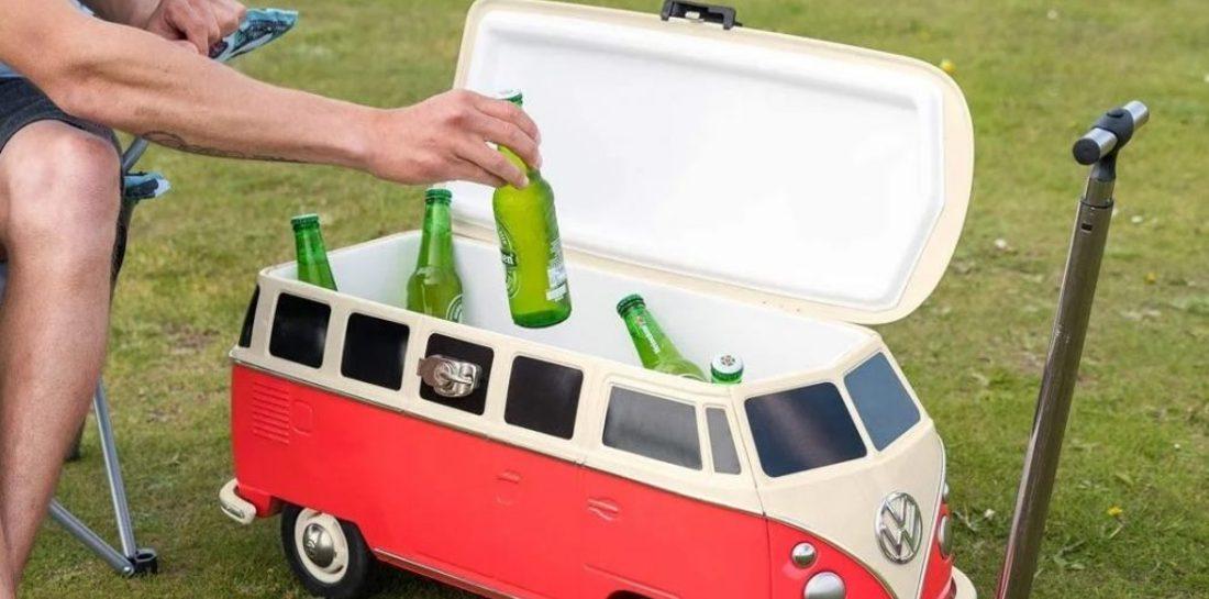 Deze mini Volkswagen camper houdt al jouw biertjes ijskoud