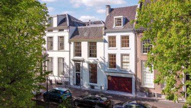 Dit Utrechtse grachtenpand met keizerlijk zwembad staat te koop op Funda