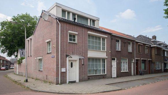 Bekende Nederlander zet zijn bijzondere Tilburgse huis te koop op Funda
