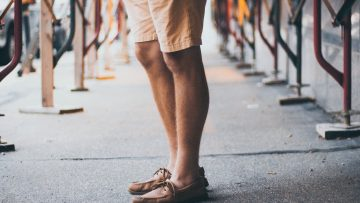 Als man je benen glad scheren: wel of niet doen?