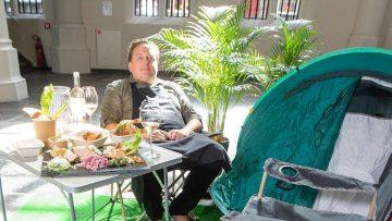 Sterrenchef opent een tijdelijk BBQ-restaurant in een Amsterdams kapel