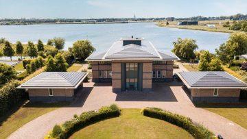 Deze enorme Funda watervilla maakt jou de koning van de zomer