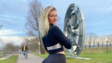 De foto's van de Nederlandse Vera gaan viral door haar immense bilpartij