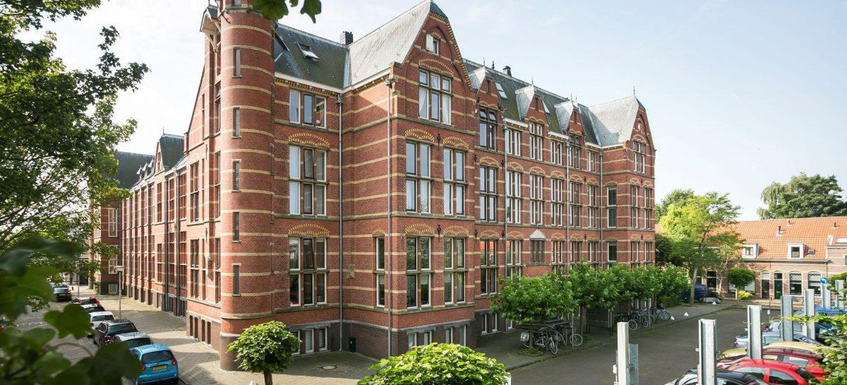 Dit keizerlijke appartement in een Leids Rijksmonumentaal pand staat te koop op Funda