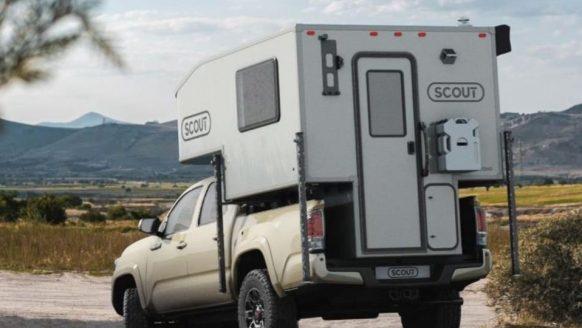 Met deze opzetbare box verander jij jouw auto in een mega camper